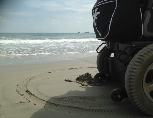 Sähköpyörätuoli matkalla